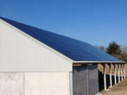 Farm Sheds and poultry houses can provide an ideal mounting for solar PV panels. This farm shed in Coxleigh was supplied by Solartricity in 2015 using Metasole mountings and Trina™ Mono 260W to give a 55KwP system.
